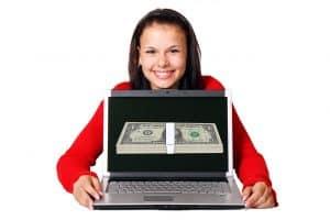 מחשב נייד עם כסף